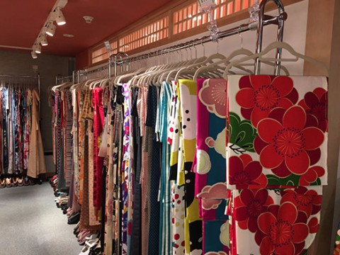 Free choice from more than 300 kimonos!